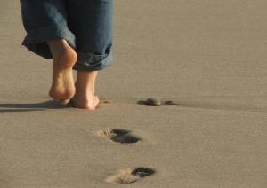 caminhar-na-areia
